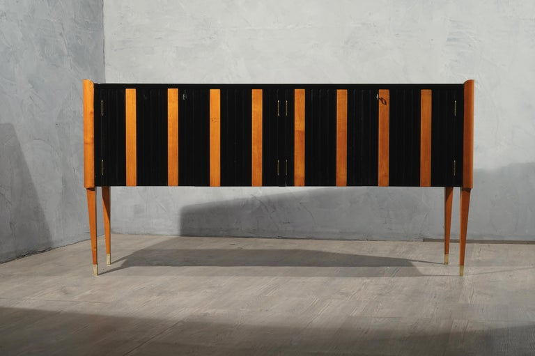 Art Deco Cherrywood and Black Lacquer Italian Sideboard, 1940 For Sale 1