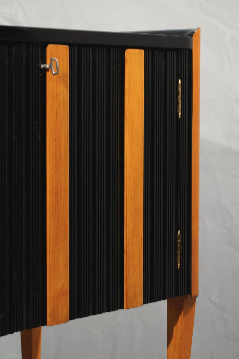 Art Deco Cherrywood and Black Lacquer Italian Sideboard, 1940 For Sale 2