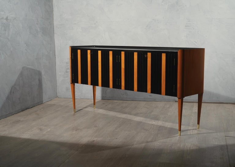 Art Deco Cherrywood and Black Lacquer Italian Sideboard, 1940 For Sale 3