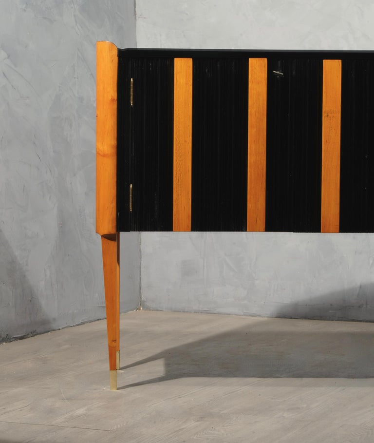 Art Deco Cherrywood and Black Lacquer Italian Sideboard, 1940 For Sale 4