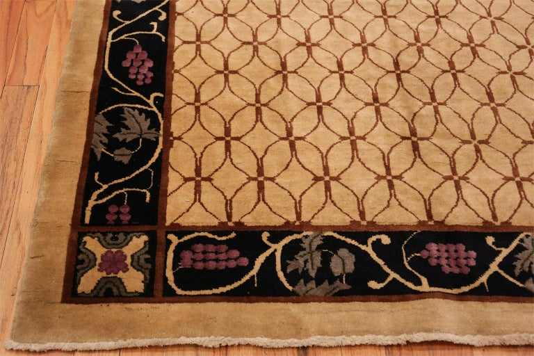 Art Deco Chinese Rug In Good Condition For Sale In New York, NY