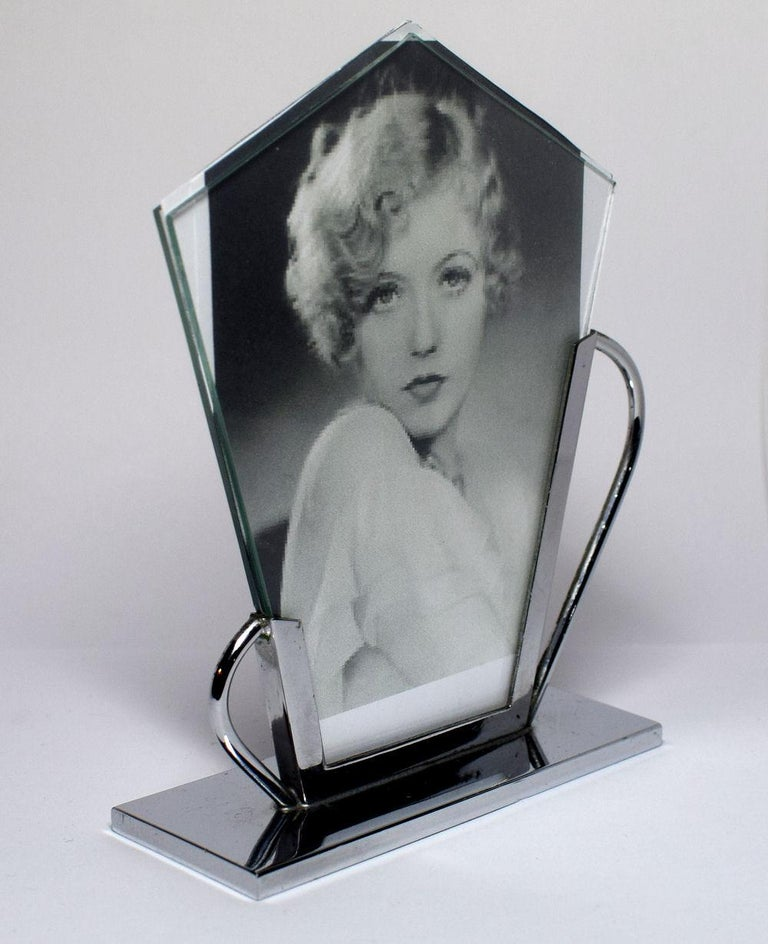 Authentic and very stylish little 1930s Art Deco chrome picture frame originating from the UK. A photograph can be displayed both sides, the photos in the frames are for display purposes only and not original photographs. Condition of the frame is
