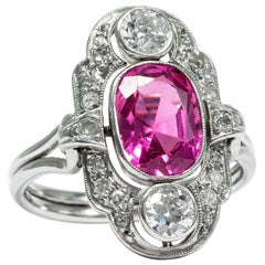 Art Déco circa 1930, 2.5 Carat Pink Sapphire Diamond Platinum Cocktail Ring