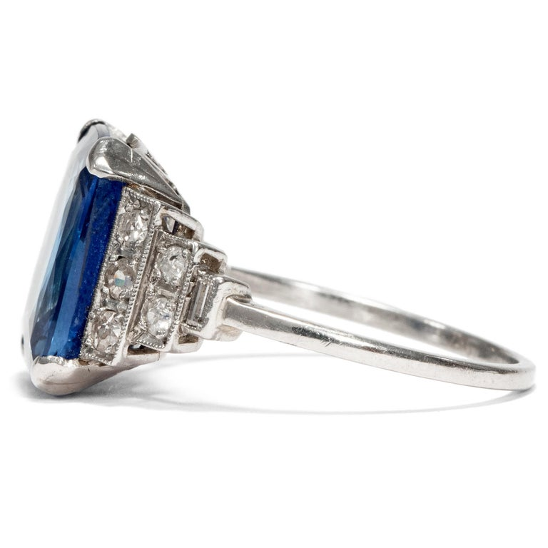 Art Déco  8.20 Carat Natural Blue Sapphire Diamond Platinum Cocktail Ring In Excellent Condition For Sale In Berlin, Berlin