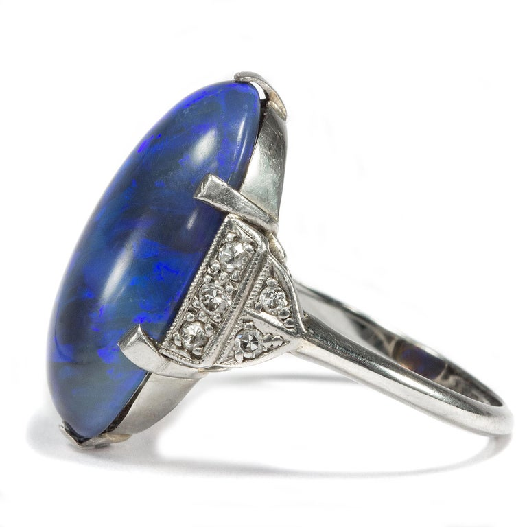 Art Deco circa 1930, Black Opal and Diamond Platinum 18 Karat Gold Cocktail Ring In Excellent Condition For Sale In Berlin, Berlin