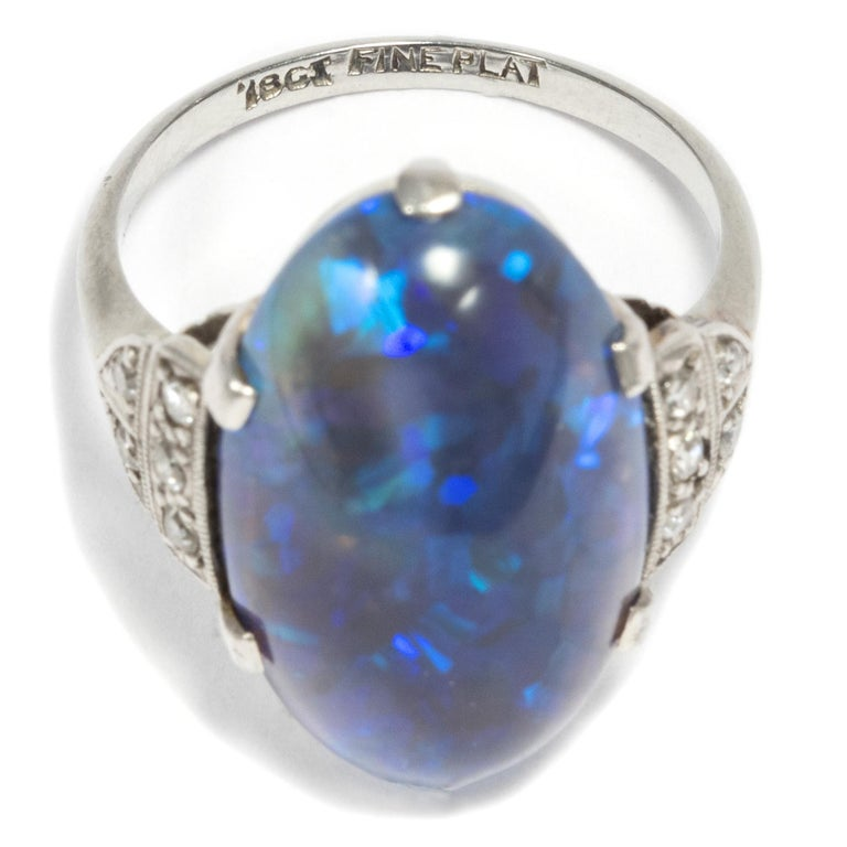 Art Deco circa 1930, Black Opal and Diamond Platinum 18 Karat Gold Cocktail Ring For Sale 2