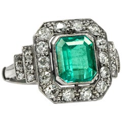 Art Deco circa 1930, Certified 2.42 Carat Emerald Diamond Platinum Cocktail Ring