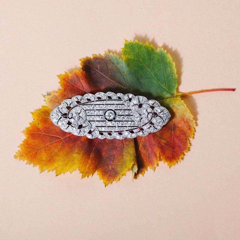 Women's or Men's Art Déco circa 1930, Certified 7.3 Carat Diamond and Platinum Filigree Brooch For Sale