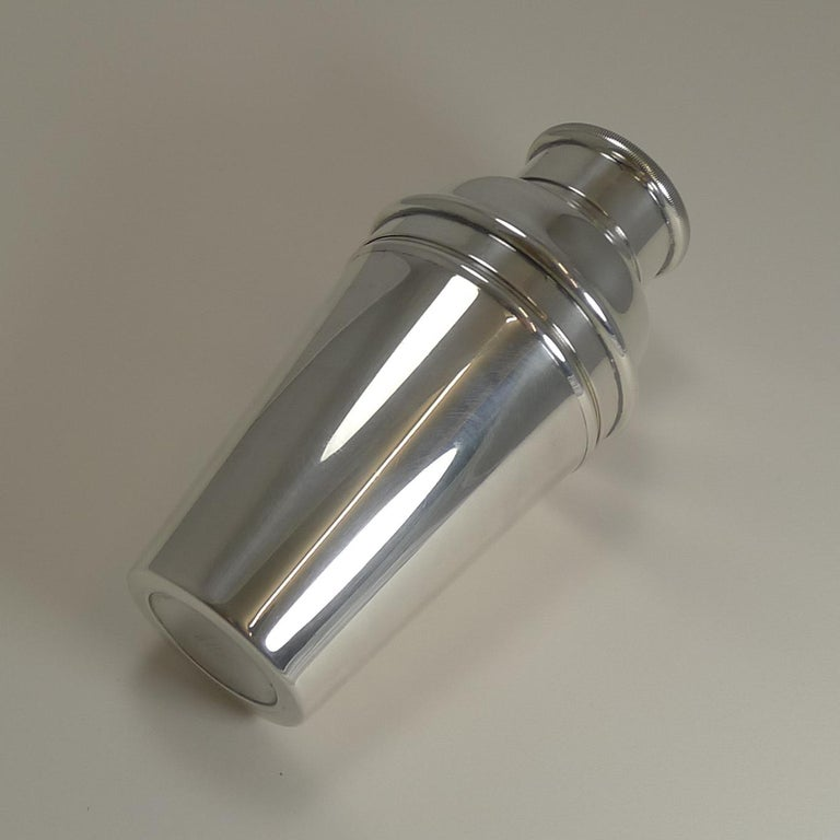 Art Deco Cocktail Shaker With Integral Ice Crusher by William Sturtcliffe In Good Condition For Sale In London, GB