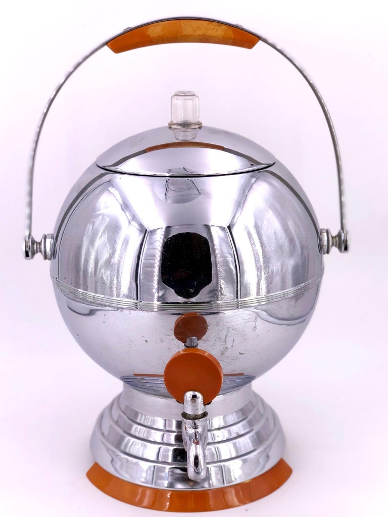 Art Deco Coffee Maker by Manning Bowman in Chrome and Bakelite In Excellent Condition For Sale In San Diego, CA