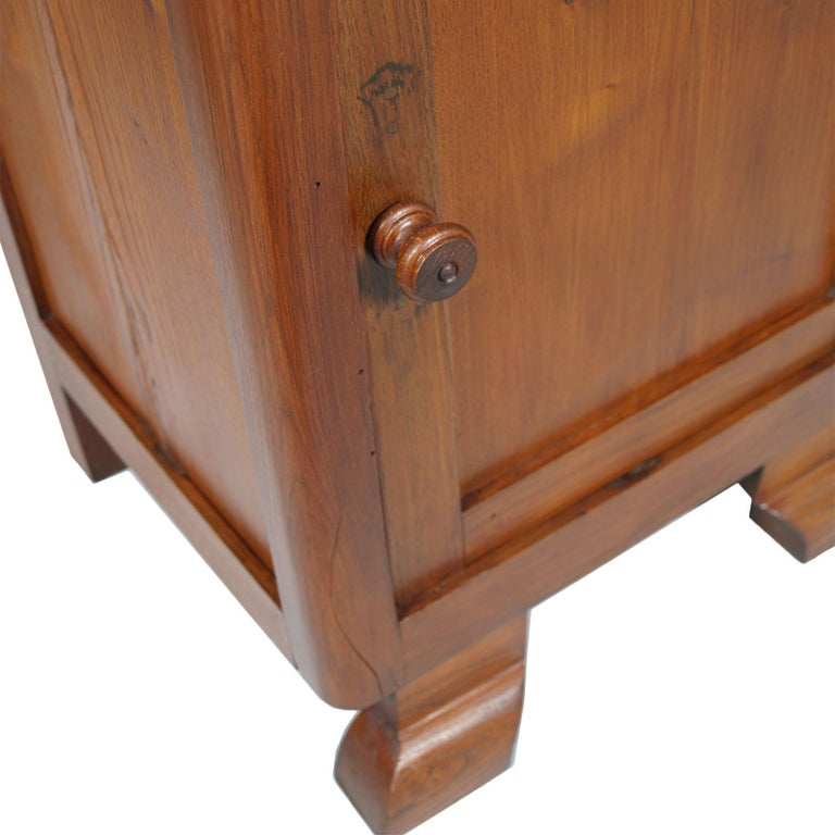 Art Deco Country Bedside Table Nightstand in Pine, Restored and Polished to Wax In Good Condition For Sale In Vigonza, Padua