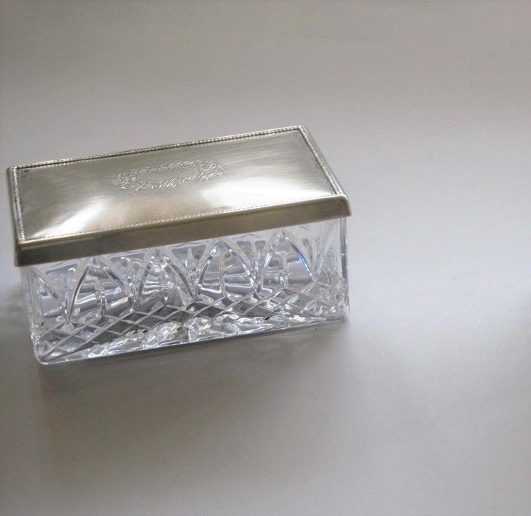 Art Deco cut crystal box with sterling silver lid with engraved ornament, by Topázio, Portugal, 1930-1939. Hallmarked: Topázio poincon. Measures: Rectangular box width 6