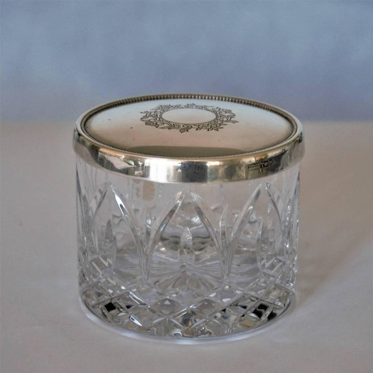 Art Deco cut crystal box with sterling silver top with engraved ornament, by Topázio, Portugal, 1930-1939. Hallmarked: Topázio poincon.