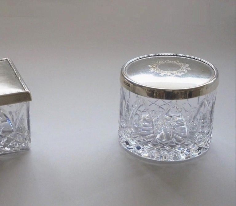 Art Deco Cut Crystal Box with Sterling Silver Lid In Good Condition For Sale In Frankfurt am Main, DE
