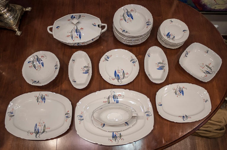 Unique and exquisite Czechaslovaquia porcelain tableware, Art Deco , circa 1930. It's composed of a tureen, 2 smalls sources, 1 source for the sauce, 4 sources of different sizes, a fruit bowl, 10 dessert dishes, 21 deep and 12 flat dishes. With