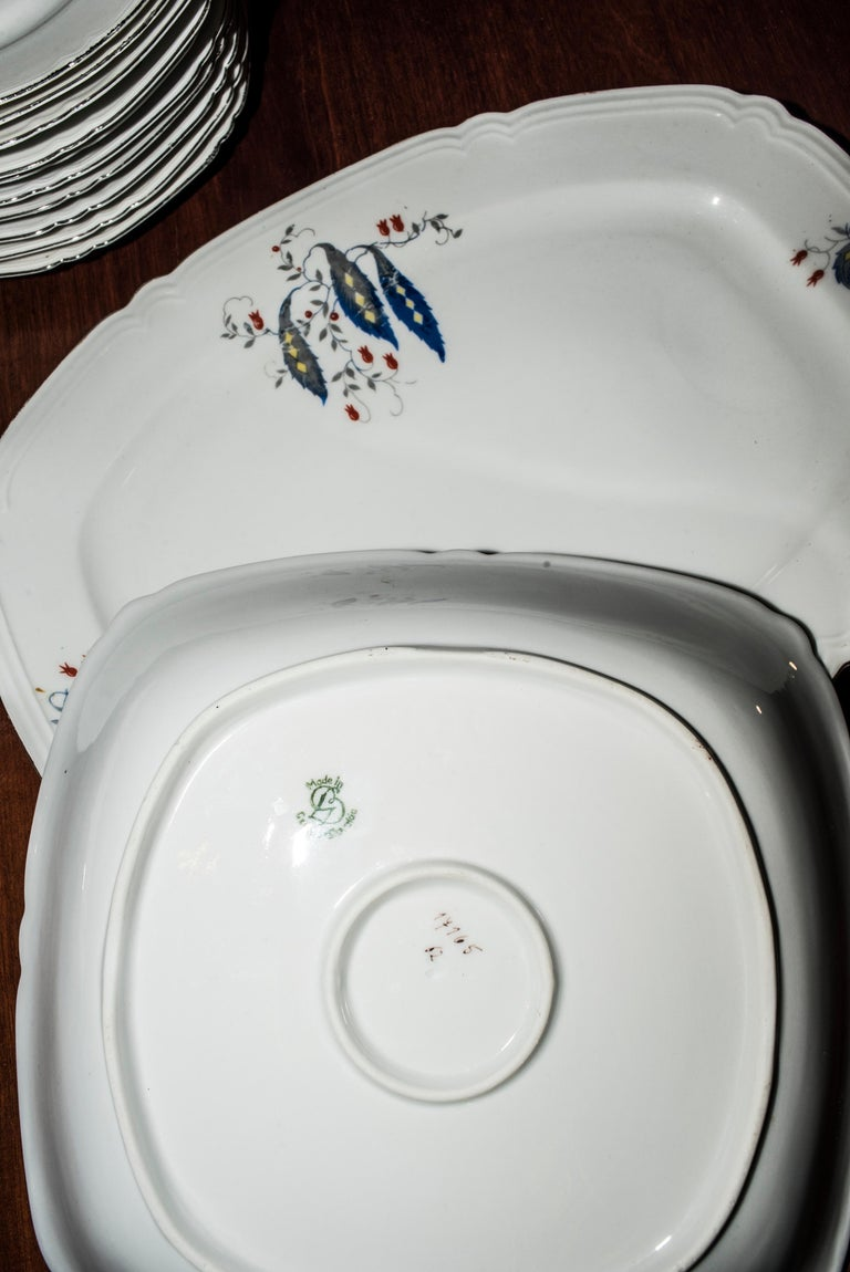 Art Deco Czechaslovakia Blueredjaune Porcelain 52 Pieces Tableware, 1930 For Sale 1