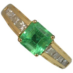 Art Deco Design Emerald and Diamond 18 Carat Gold Ring
