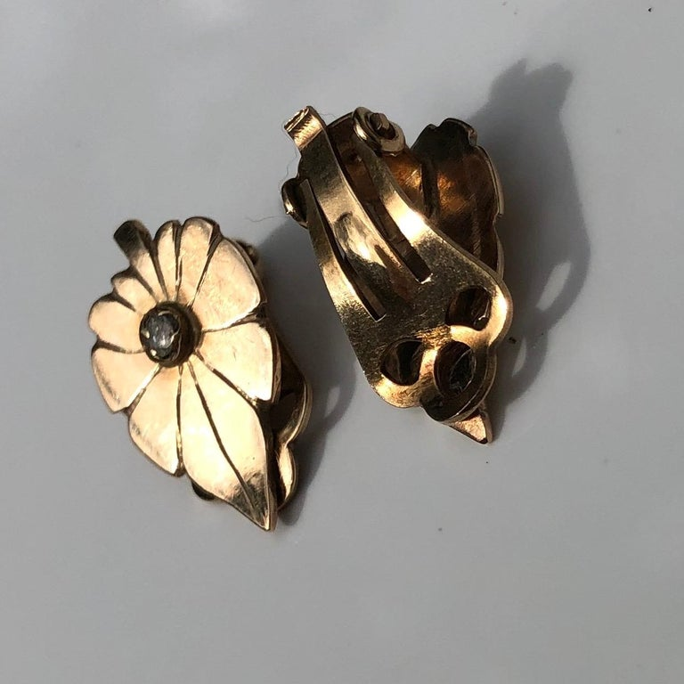 Round Cut Art Deco Diamond and 9 Carat Gold Leaf Clip-On Earrings For Sale