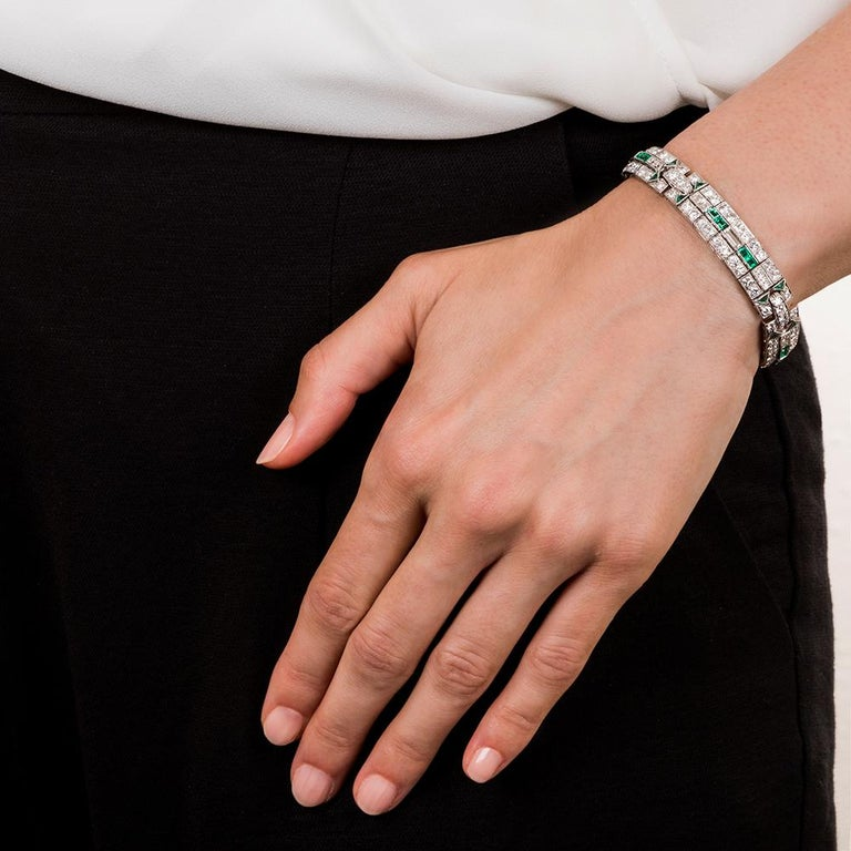 Art Deco Diamond and Emerald Bracelet In Excellent Condition For Sale In San Francisco, CA