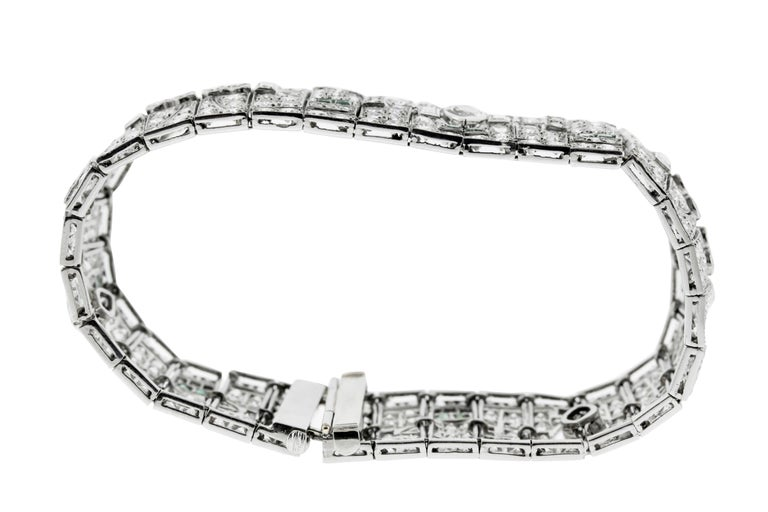 Art Deco Diamond and Emerald Platinum Bracelet In Good Condition For Sale In New York, NY