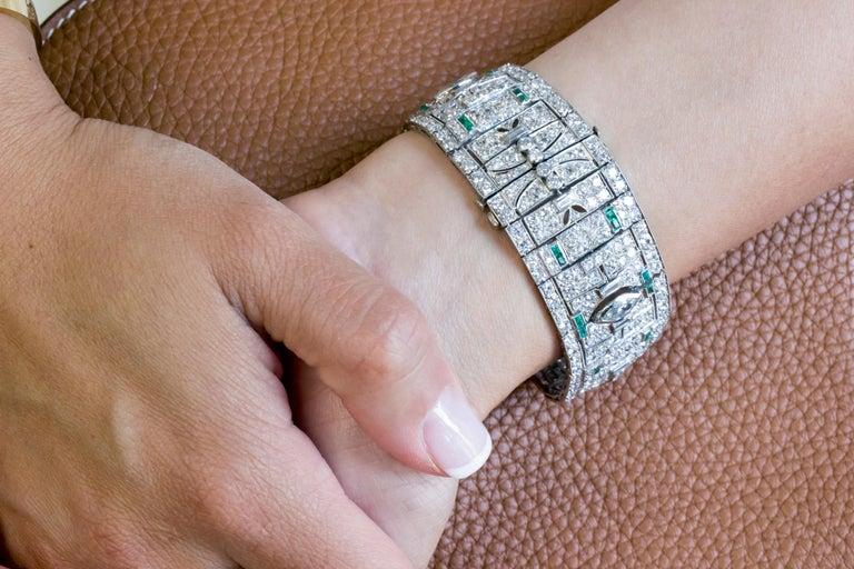 Art Deco Diamond and Emerald Platinum Bracelet For Sale 1