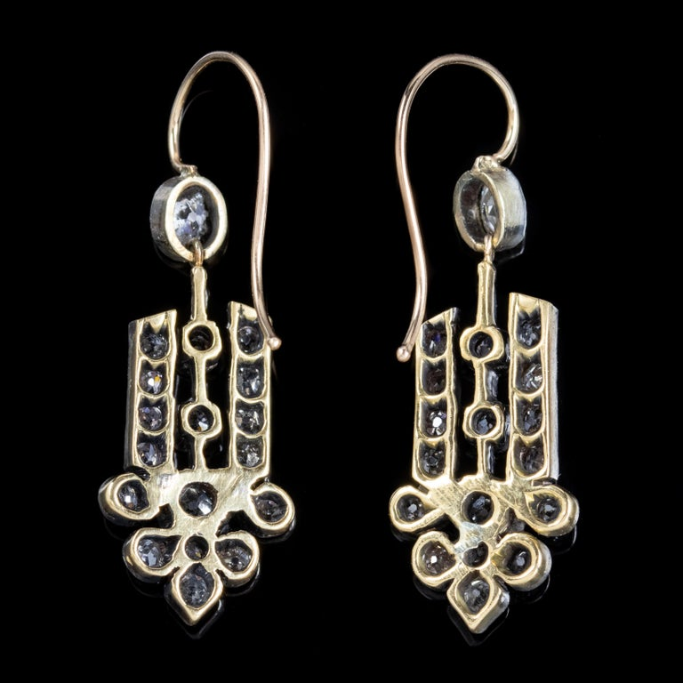 Women's Art Deco Diamond 18 Carat Gold, circa 1920 Drop Earrings For Sale