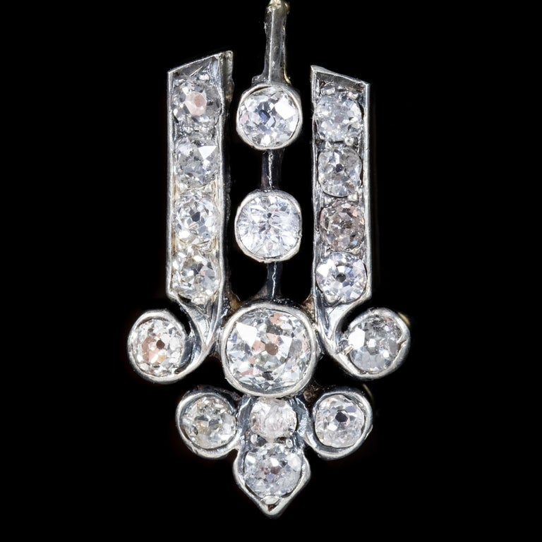 Art Deco Diamond 18 Carat Gold, circa 1920 Drop Earrings For Sale 1