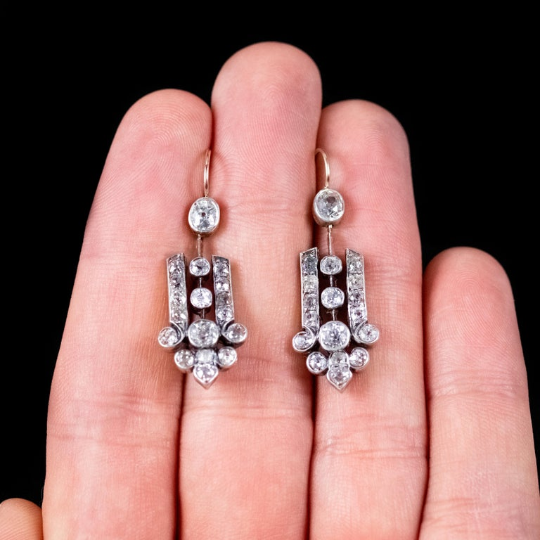 Art Deco Diamond 18 Carat Gold, circa 1920 Drop Earrings For Sale 2