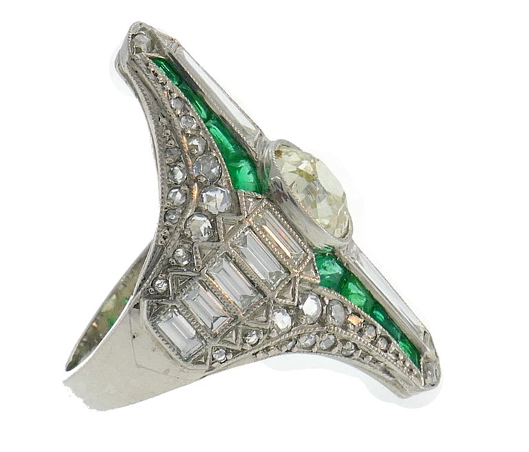 Art Deco Diamond Emerald Platinum Ring In Good Condition For Sale In Beverly Hills, CA