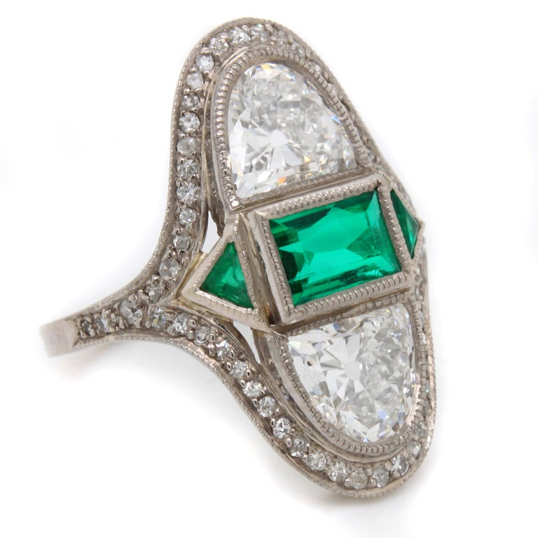 Art Deco Diamond Emerald Ring, ca. 1900s In Excellent Condition For Sale In Idar-Oberstein, DE