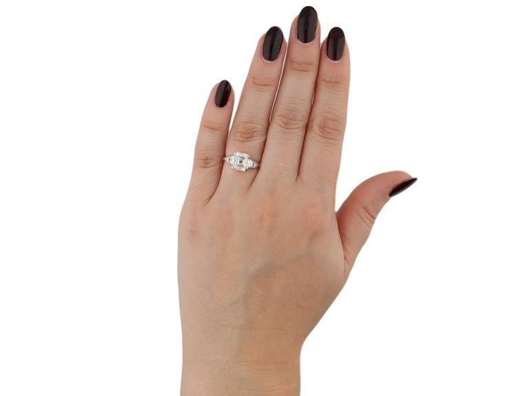 Women's Art Deco Diamond Flanked Solitaire Ring, circa 1925 For Sale