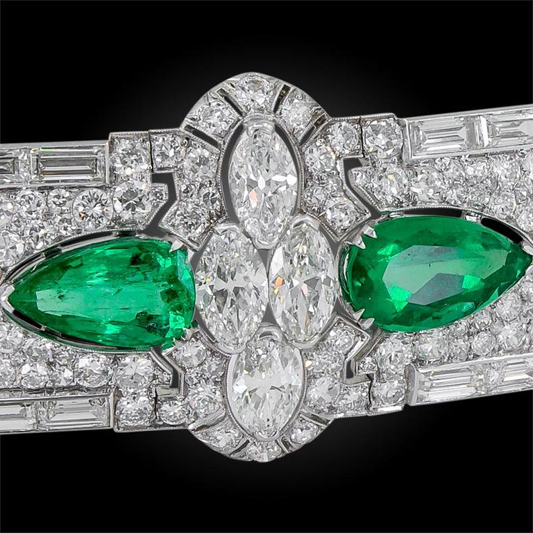 Art deco platinum bracelet, set with diamonds, highlighted with marquise-shaped and baguette diamonds, with four pear-shaped Colombian emeralds. four emeralds weighing approx. 4.10 cts., 4.70 cts., 6.50 cts. and 4.80 cts. and the total diamond