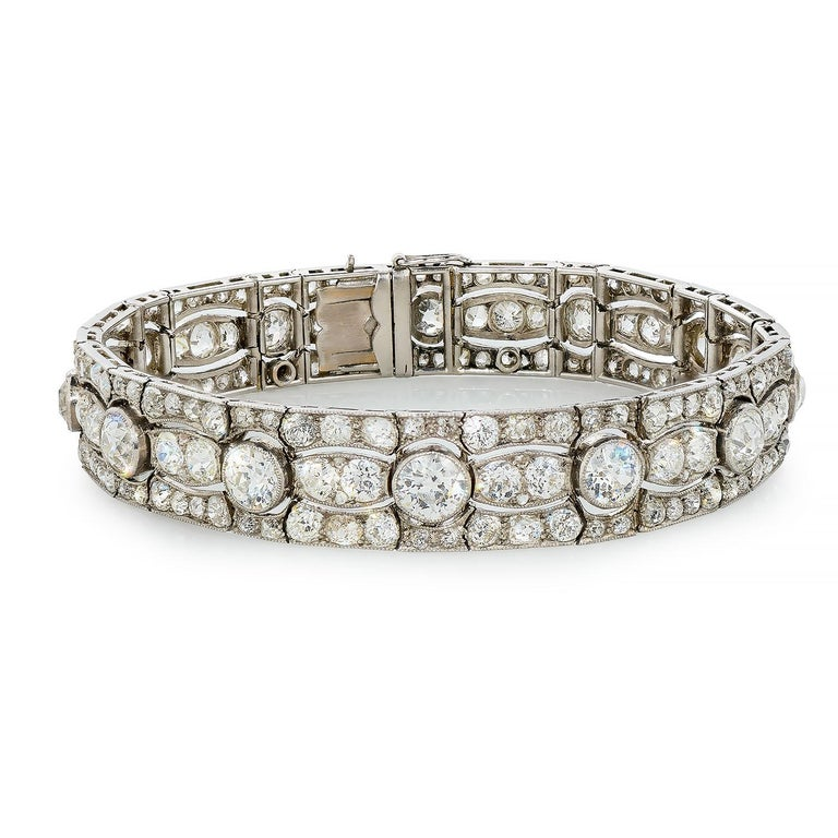 Extraordinary Art Deco Bracelet, ca. 1915, designed originally as bandeau. (headband) It is made of platinum and white gold, ca. 18 carats diamonds I-K, VS-SI, truly an outstanding quality. Length: 18,5 cm / 7,28 inches A sparkling highlight for a