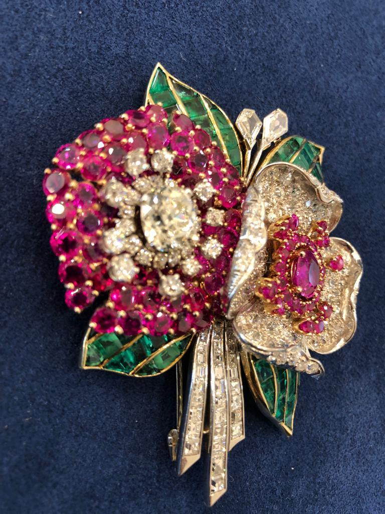 Once considered a dated accessory, the brooch has resurfaced as a modern, fundamental ornament in enhancing a woman's wardrobe. This remarkable brooch dates back to the 1930s, designed as two flower blossoms framed by four leaves, embellished with