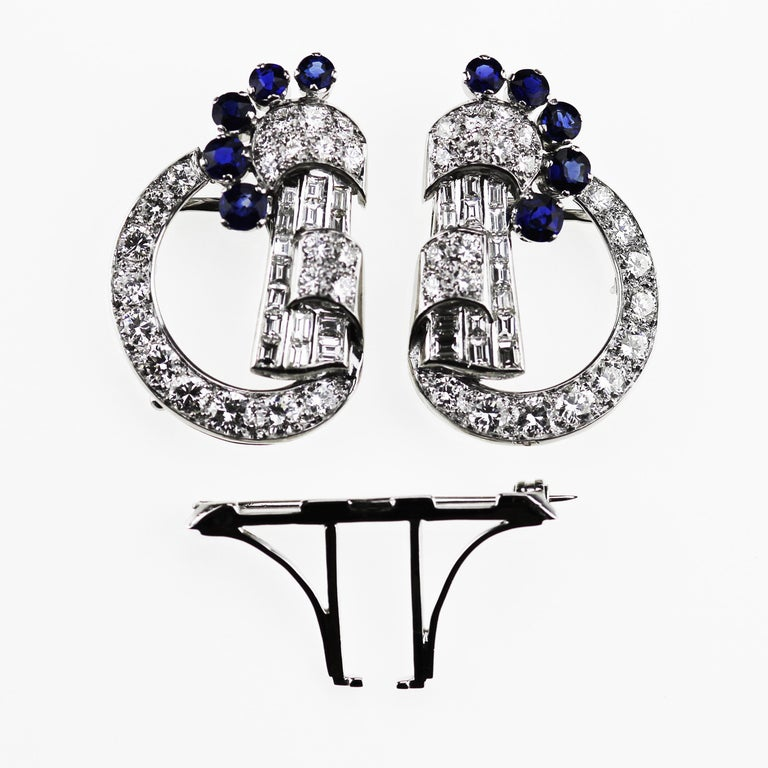 Art Deco 1920 Diamond & Sapphire Double Clip Brooch in 18K White Gold In Excellent Condition For Sale In London, GB