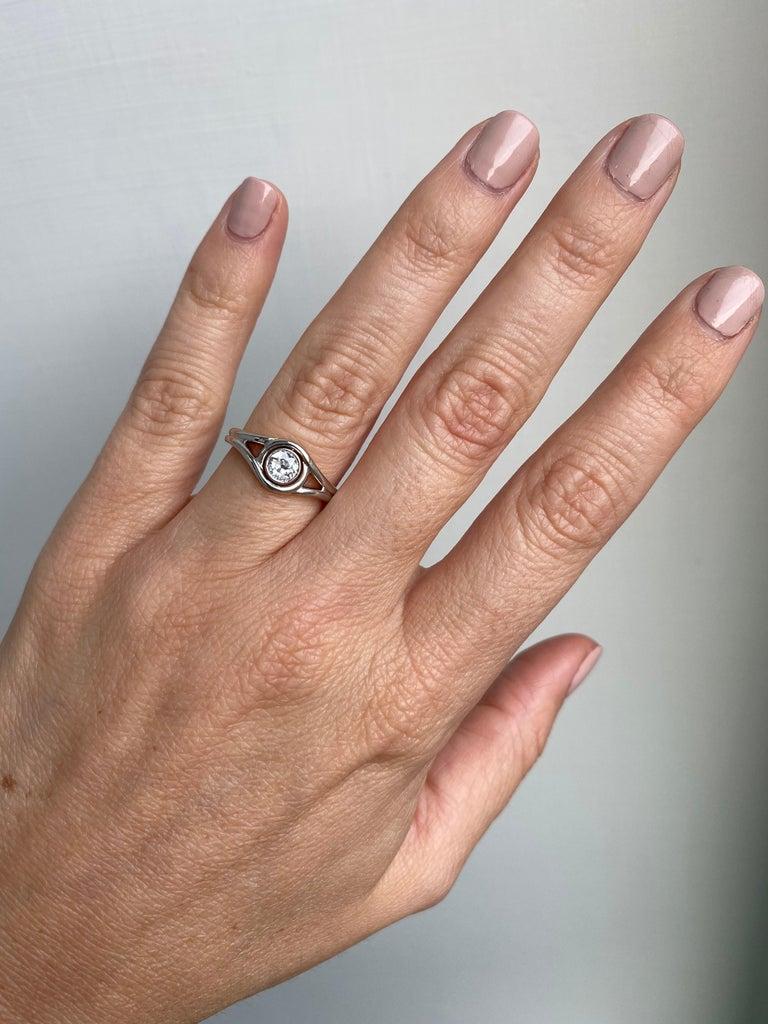 Art Deco Diamond Solitaire Platinum Gold Bicolor Ring For Sale 2