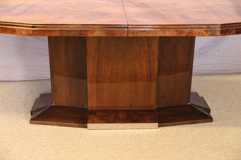 Mid-20th Century French Art Deco Dining Room Table in Burl Walnut For Sale