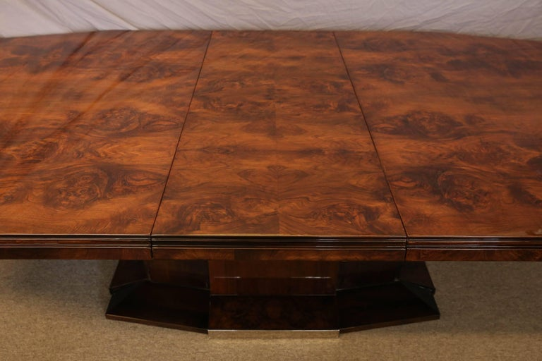 French Art Deco Dining Room Table in Burl Walnut For Sale 2