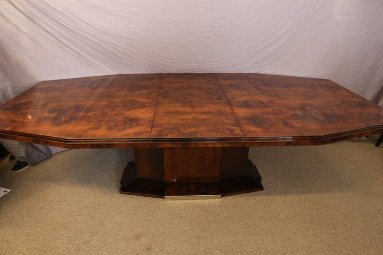 French Art Deco Dining Room Table in Burl Walnut For Sale 3