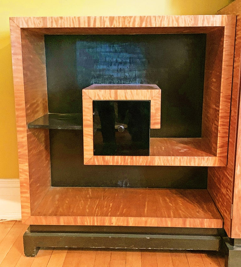 Art Deco Display Cabinet in Golden Mahogany with Vitrine and Greek Key Shelves In Good Condition For Sale In Philadelphia, PA