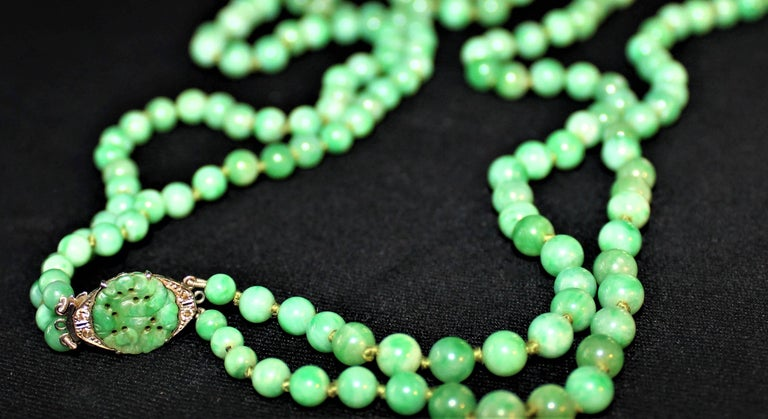 Art Deco Double Strand Jade Graduated Bead Necklace with 18-Karat Gold Clasp For Sale 6