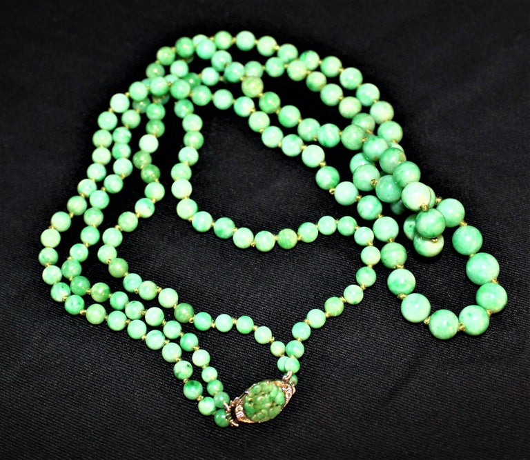 Art Deco Double Strand Jade Graduated Bead Necklace with 18-Karat Gold Clasp For Sale 7