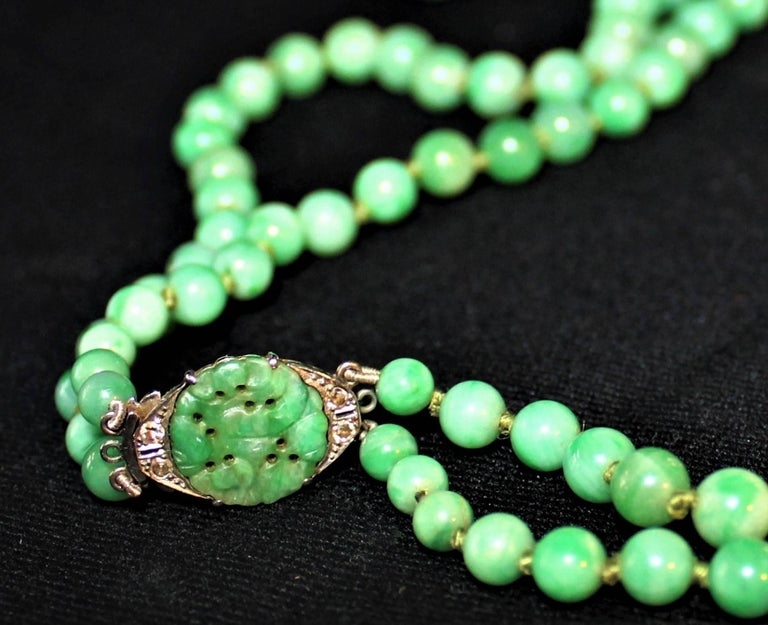 Art Deco Double Strand Jade Graduated Bead Necklace with 18-Karat Gold Clasp For Sale 1