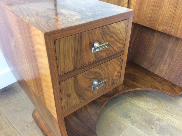 Art Deco Dressing Table n a Figured Walnut For Sale 8