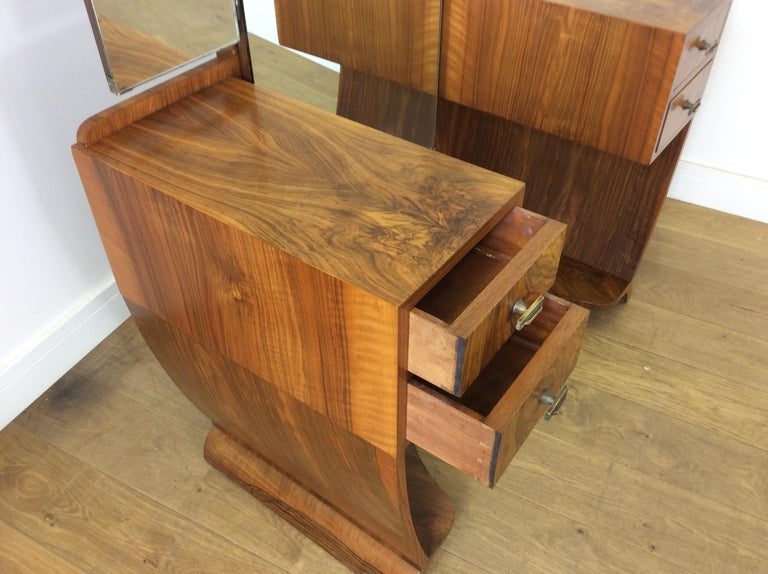 Art Deco Dressing Table n a Figured Walnut For Sale 10