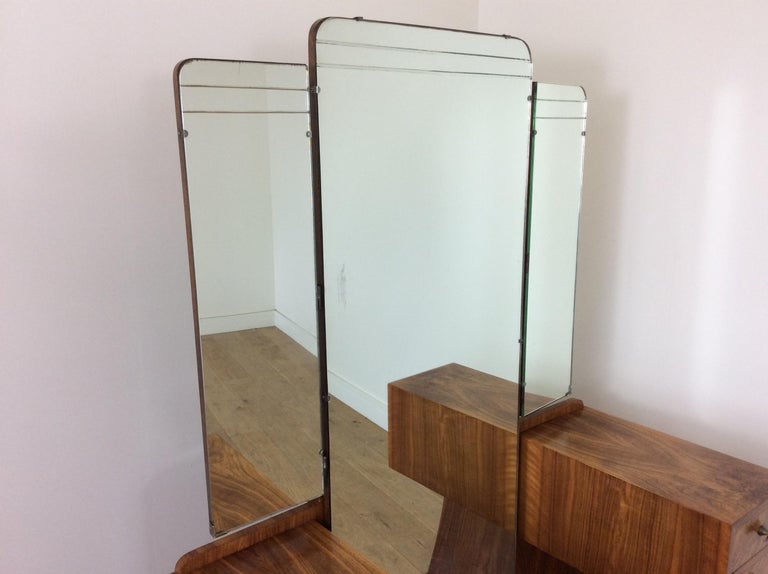 Art Deco Dressing Table n a Figured Walnut For Sale 1