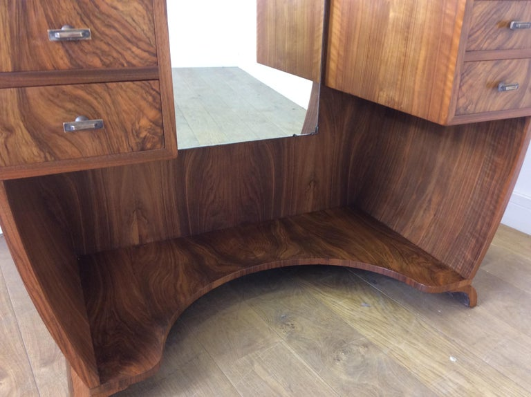 Art Deco Dressing Table n a Figured Walnut For Sale 2