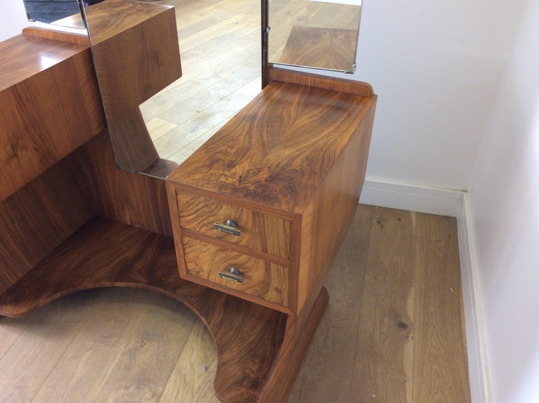 Art Deco Dressing Table n a Figured Walnut For Sale 3