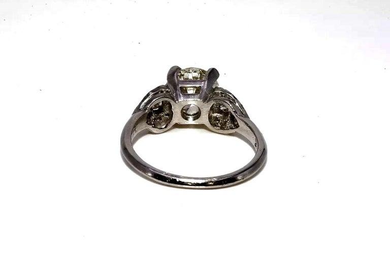 Art Deco EGL Certified Center 1.31 Carat Diamond J/VS2 Platinum Engagement Ring In Excellent Condition For Sale In Miami, FL