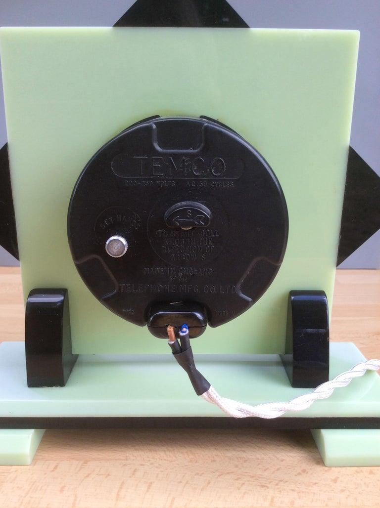 Bakelite Art Deco Electric Bakerlite Mantel Clock For Sale